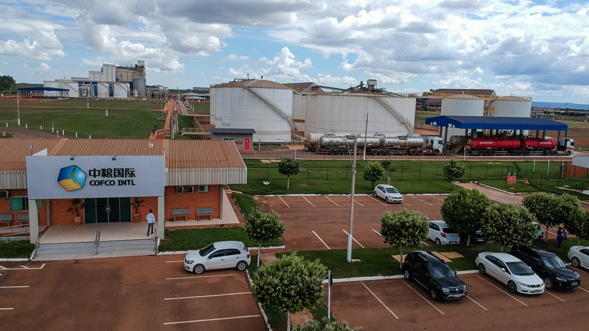 This COFCO crushing plant in Rondonópolis, located in Brazil's central-western State of Mato Grosso, is an important distribution point for soy-based biodiesel, an essential part of Brazil's energy mix.