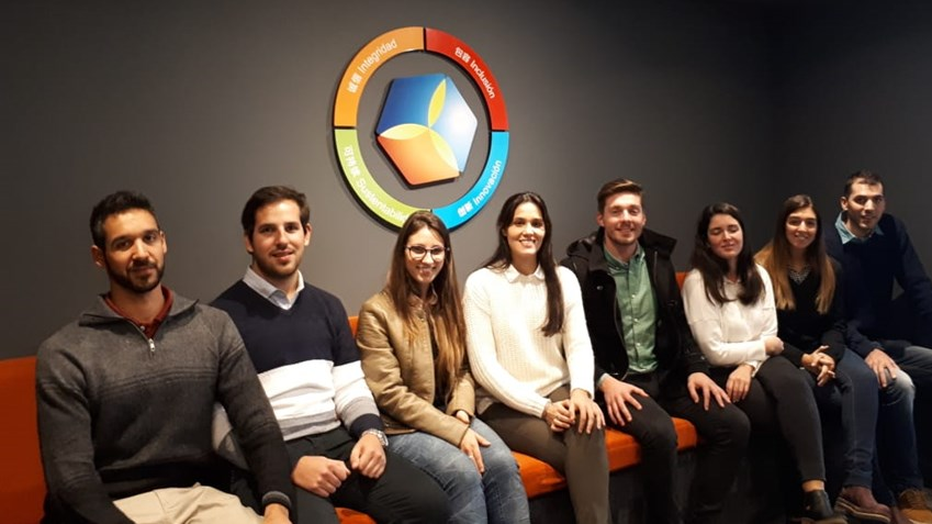 Julián and his colleagues from the Young Professionals Programme in Argentina: From physical work in the plant to understanding the commodities market, the trainees get to know the company inside out.